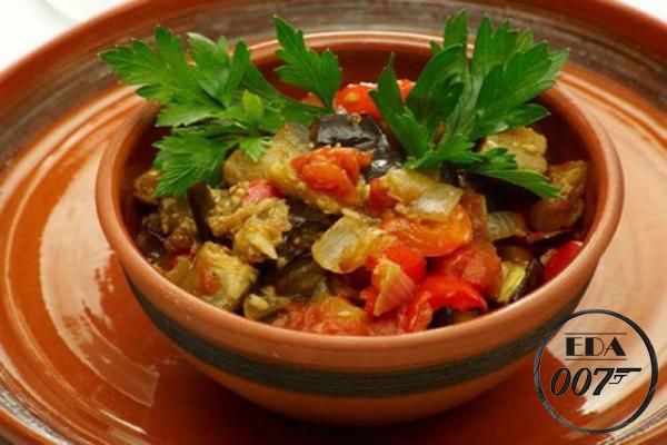 Тушенная капуста с баклажанами - готовое блюдо