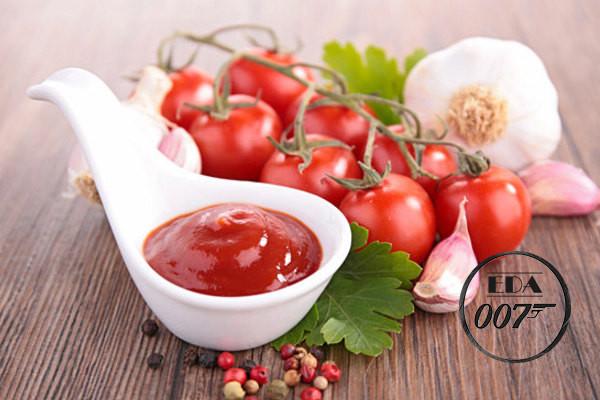 добавляем томат и специи