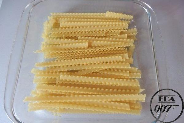 выложите макароны не толстым слоем