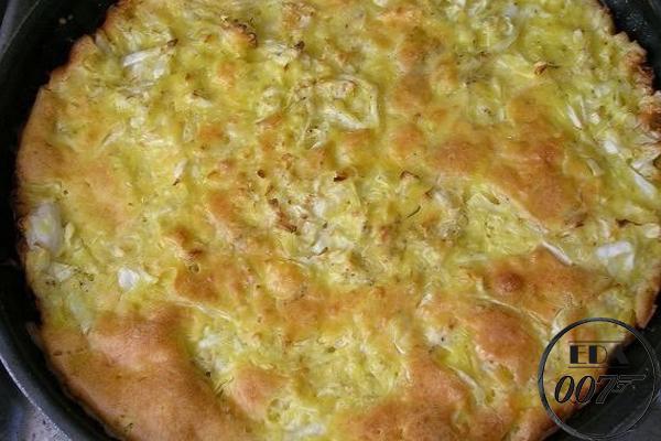 Готовый пирог должен подрумяниться и стать золотисто-коричневым