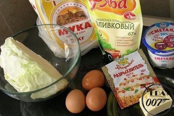 Капуста,растительное масло,сливочное масло,разрыхлитель,мука,яйцо,соль,сметана,майонез,перец черный, Ленивый капустный пирог