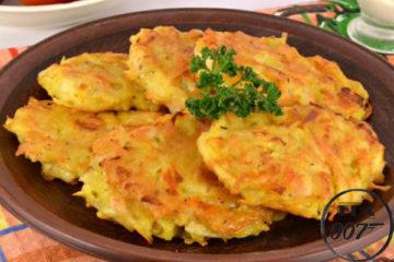 Картофельно-тыквенные драники готовы
