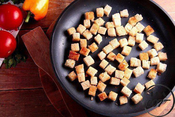 Яичница с кабачками и хлебом
