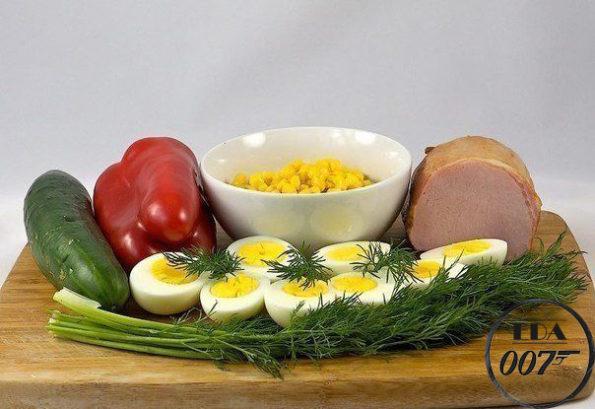 Салат с яйцом и ветчиной